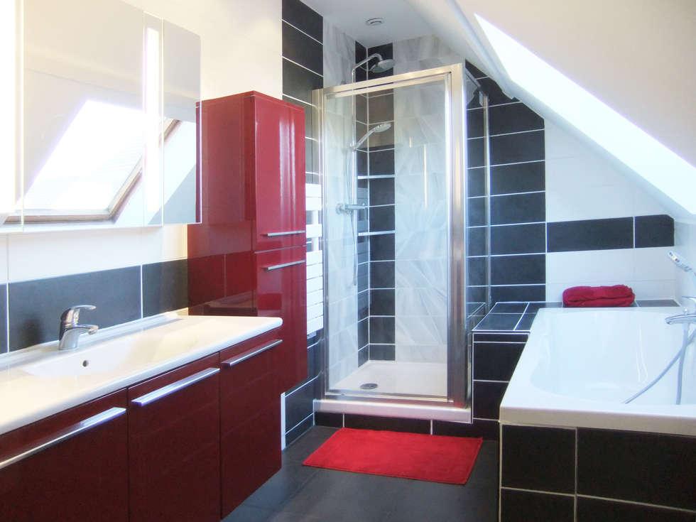 Salle de bain sous combles: Salle de bains de style  par HOME feeling
