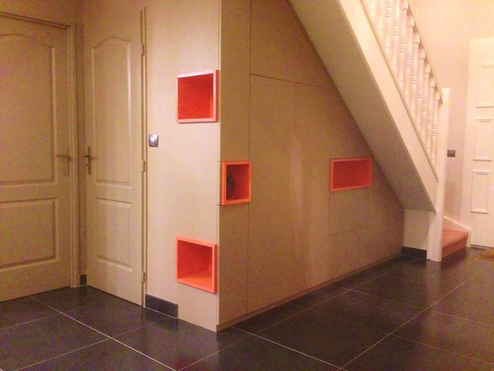 Mobilier sur mesure dans l'entrée: Maisons de style de style Moderne par HOME feeling