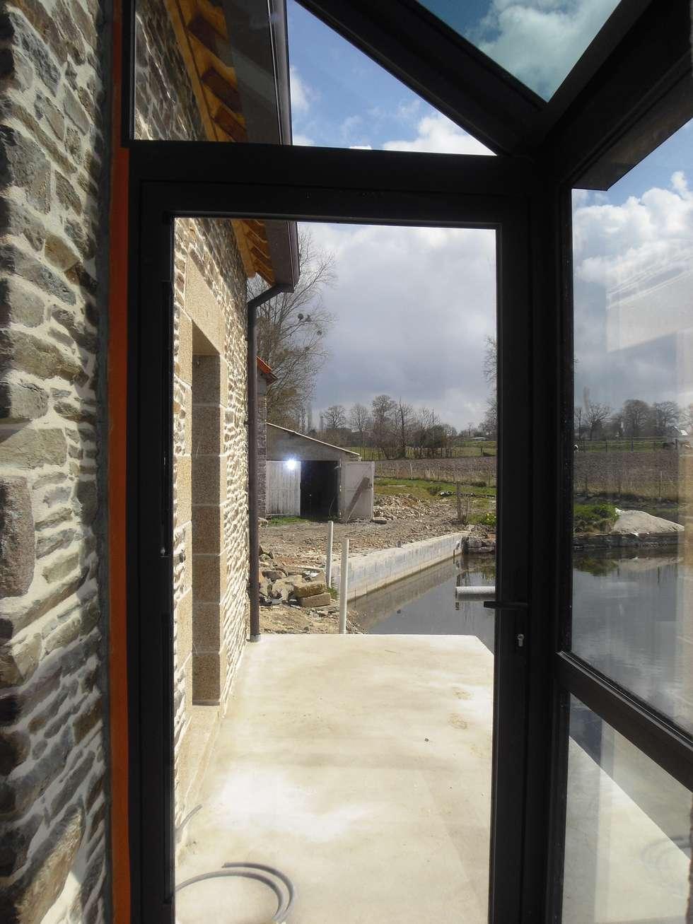 La verrière: Fenêtres de style  par Christèle BRIER Architechniques