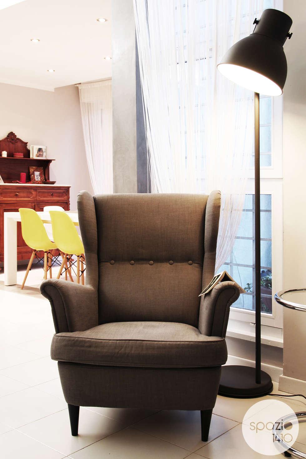 L'angolo lettura: Soggiorno in stile in stile Moderno di Spazio 14 10 di Stella Passerini