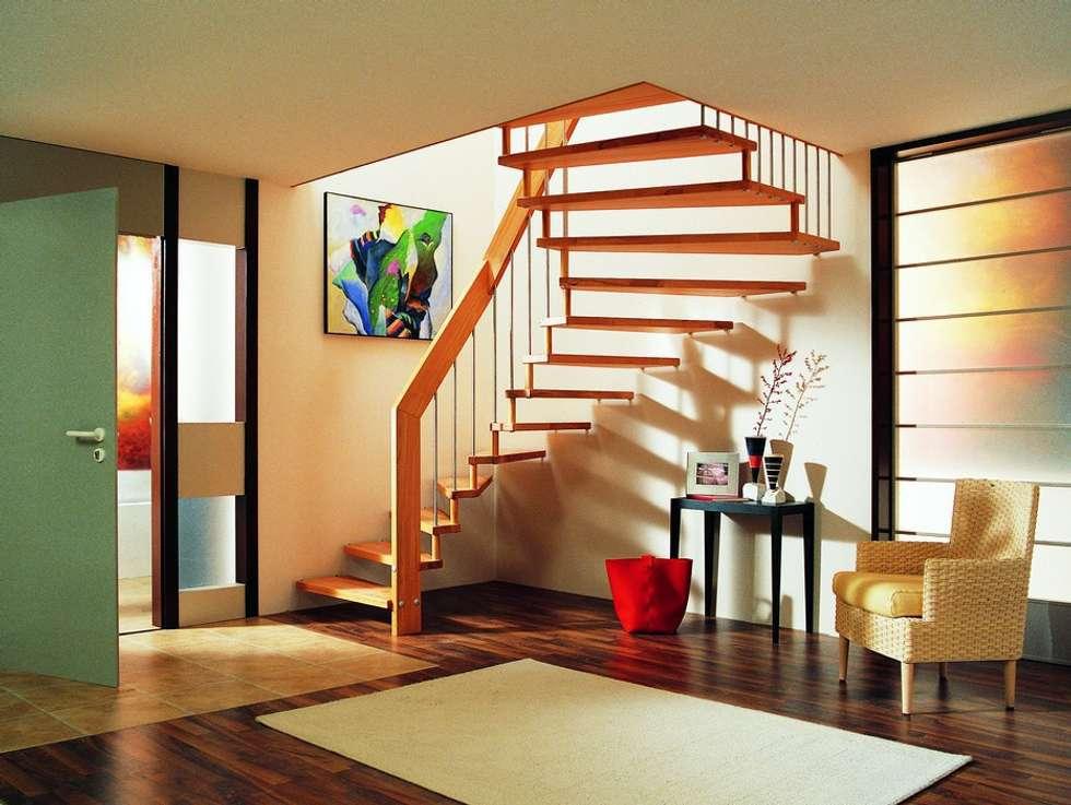 Escalier suspendu bois: Couloir et hall d'entrée de style  par ASCENSO