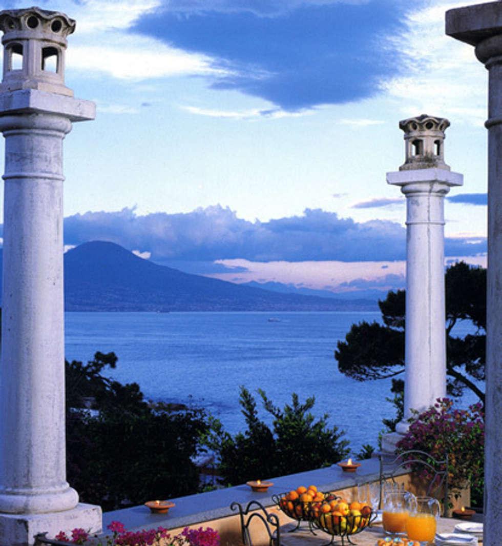 Terrazzo: Case in stile in stile Mediterraneo di Venezia Tre