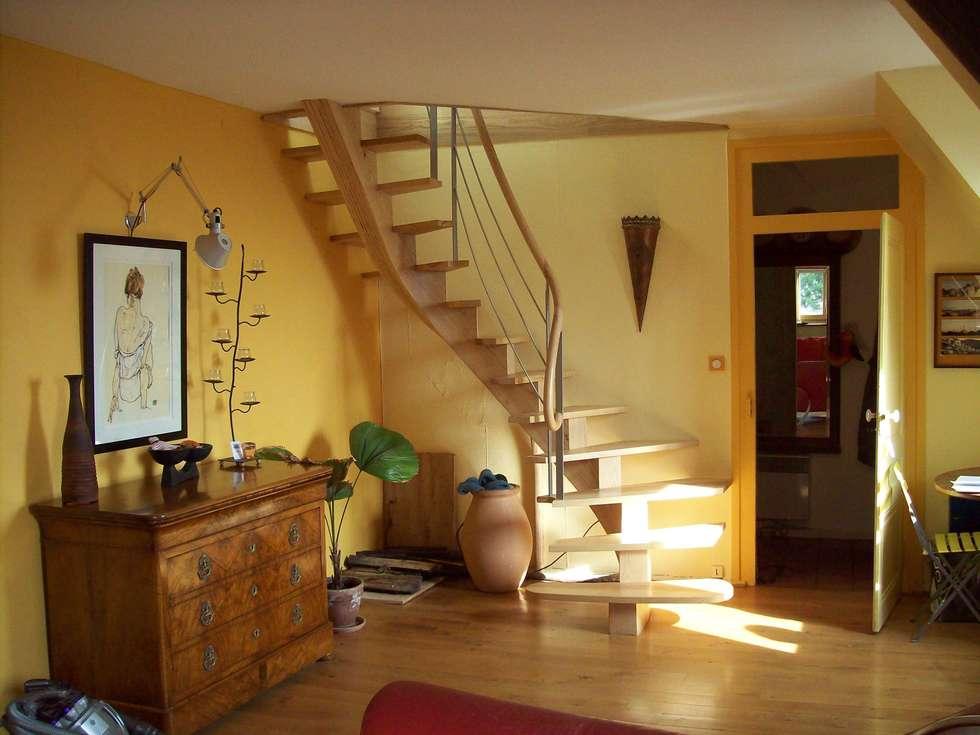 Limon central: Couloir et hall d'entrée de style  par ADIBOIS