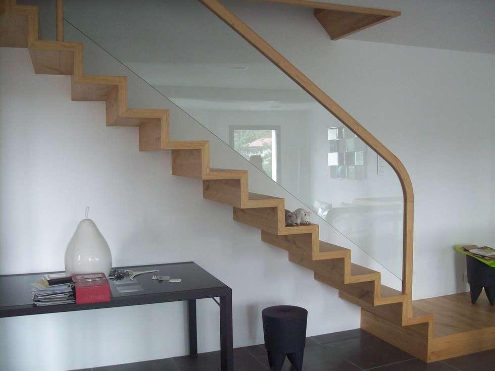 bois verre: Couloir et hall d'entrée de style  par ADIBOIS
