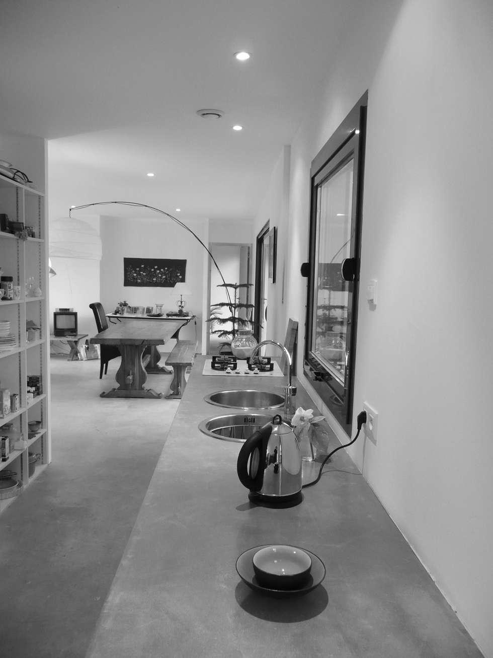 MAISON LOFT / MIGNALOUX-BEAUVOIR / POITOU-CHARENTES: Centre d'expositions de style  par POLY RYTHMIC ARCHITECTURE
