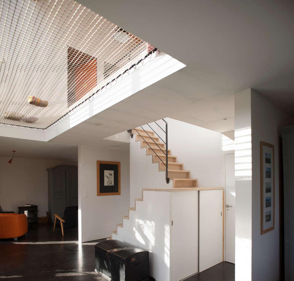 MAISON PASSIVE - TABANAC / GIRONDE: Centre d'expositions de style  par POLY RYTHMIC ARCHITECTURE