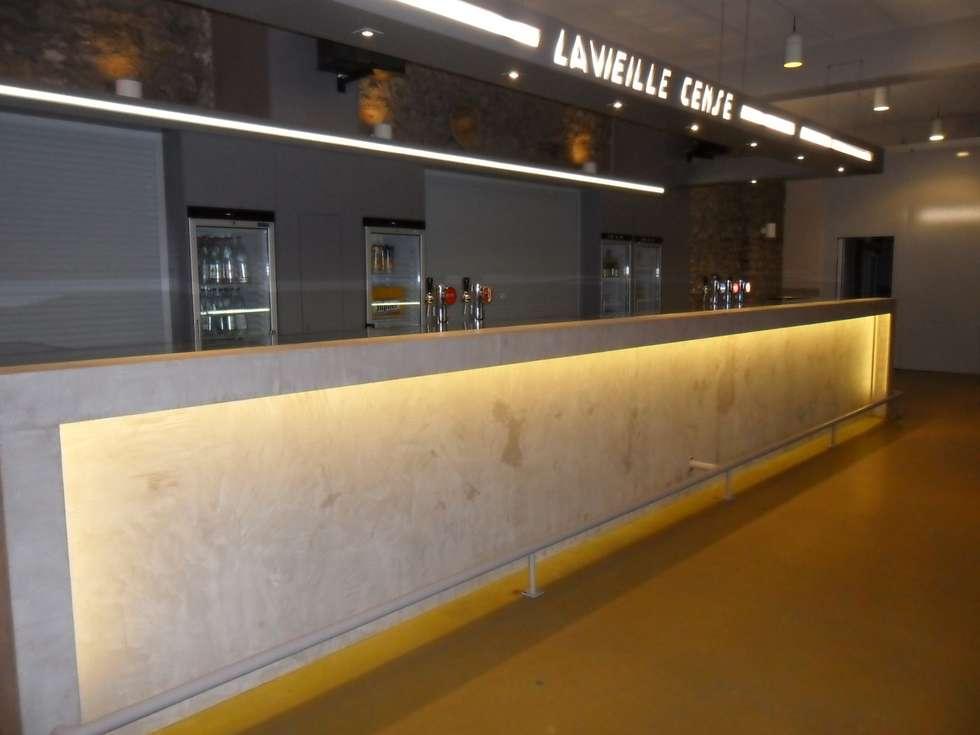 Nouveau bar en Mortex (enduit décoratif): Lieux d'événements de style  par SoDa créations pétillantes