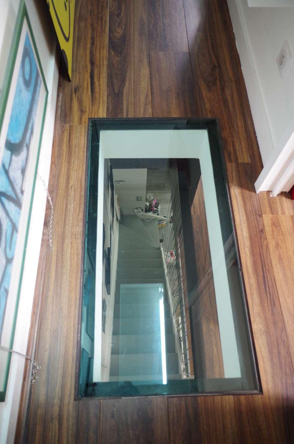 Percée visuelle: Couloir et hall d'entrée de style  par Christèle BRIER Architechniques