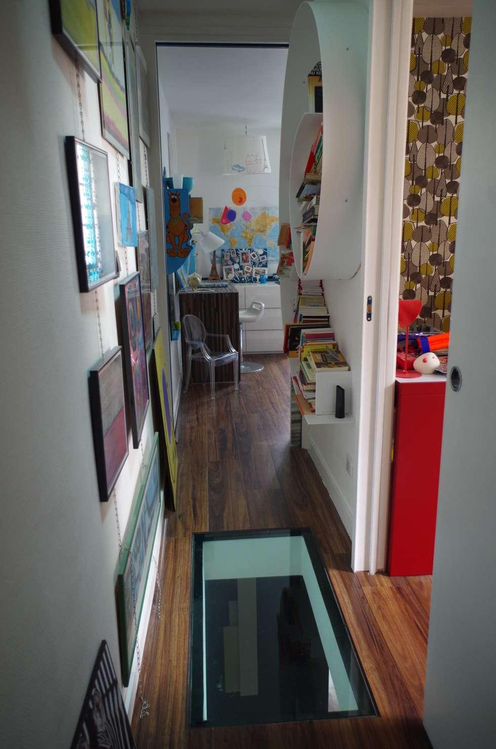 Vers les chambres d'enfants: Chambre d'enfant de style de style Moderne par Christèle BRIER Architechniques