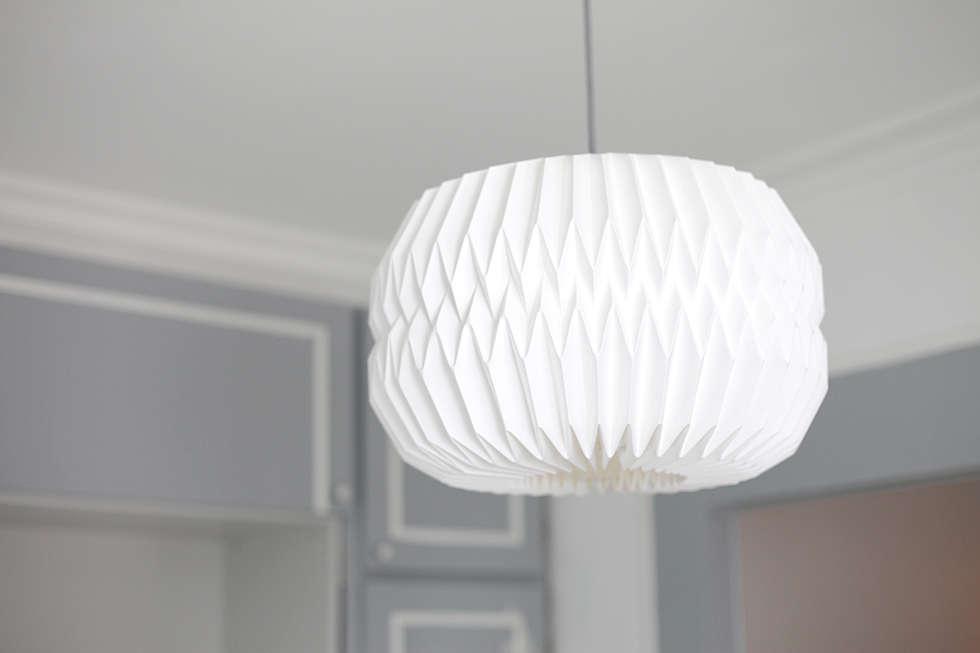 Luminaire origami: Salon de style de style eclectique par Sandra Dages