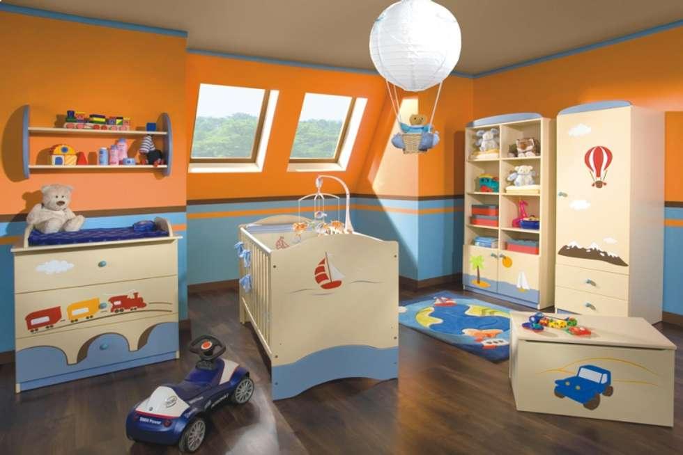 Babyzimmer Weltenbummler: moderne Kinderzimmer von Möbelgeschäft MEBLIK