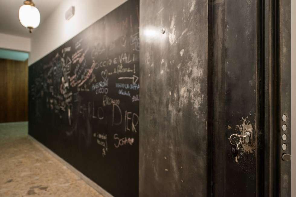 Porta: Case in stile in stile Minimalista di Mobilificio Marchese