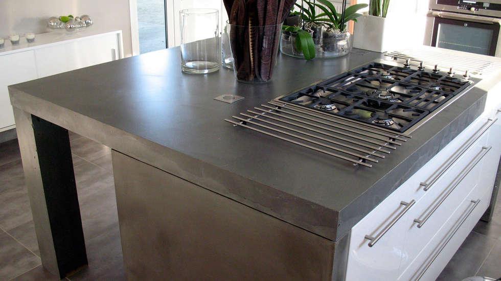 Cuisine ilôt en béton: Cuisine de style de style Moderne par Concrete LCDA
