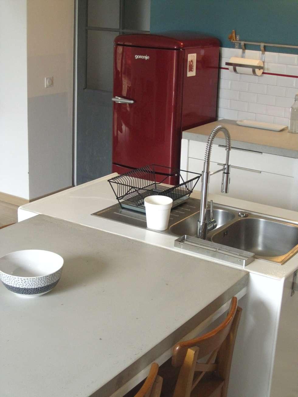 Cuisine, Béton et Mosaïque: Cuisine de style de style Moderne par Concrete LCDA