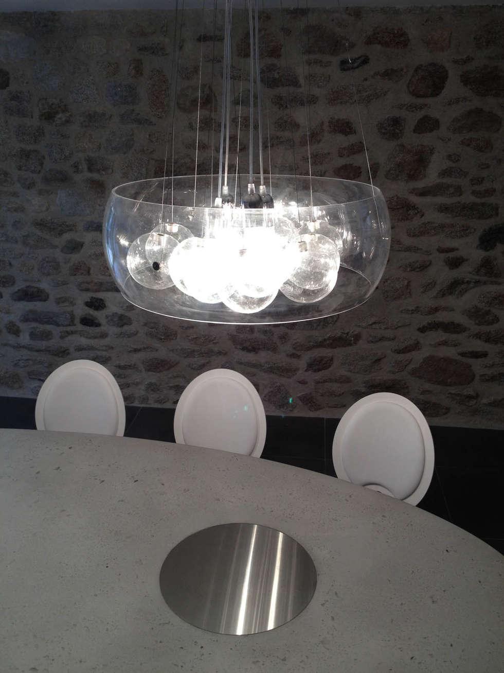Tables ovales en béton: Cuisine de style de style Moderne par Concrete LCDA