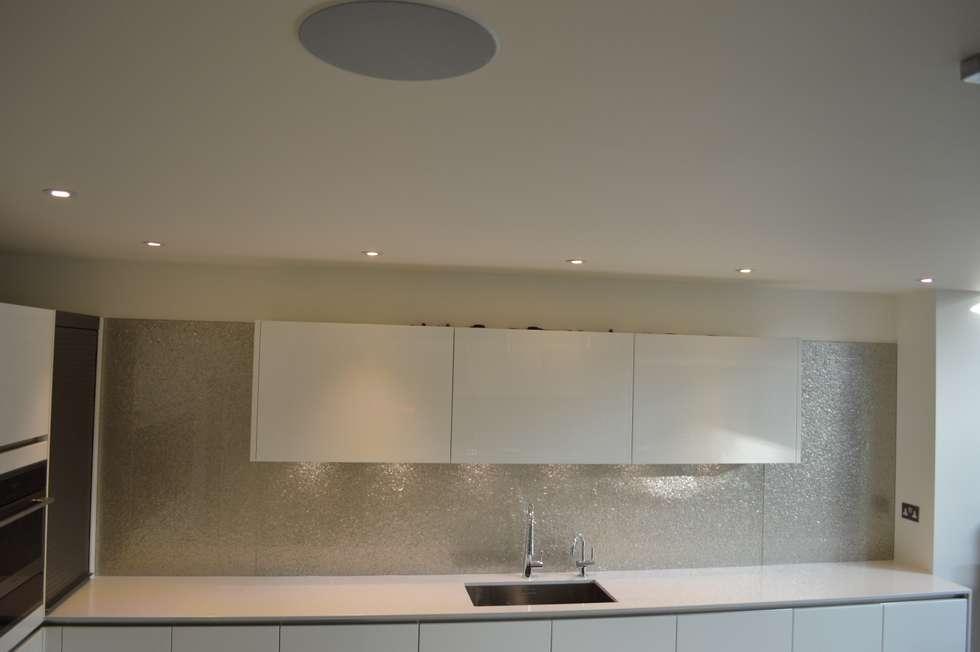 modern Bathroom by CreoGlass Design Ltd
