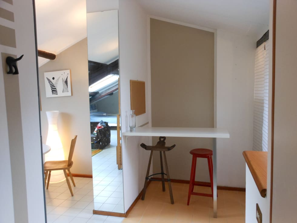 restyling mansarda: Soggiorno in stile in stile Minimalista di Locus Pocus Studio