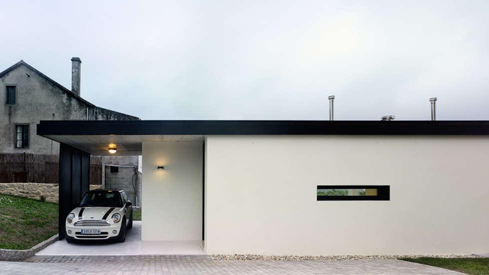 Projekty, minimalistyczne Domy zaprojektowane przez Nan Arquitectos
