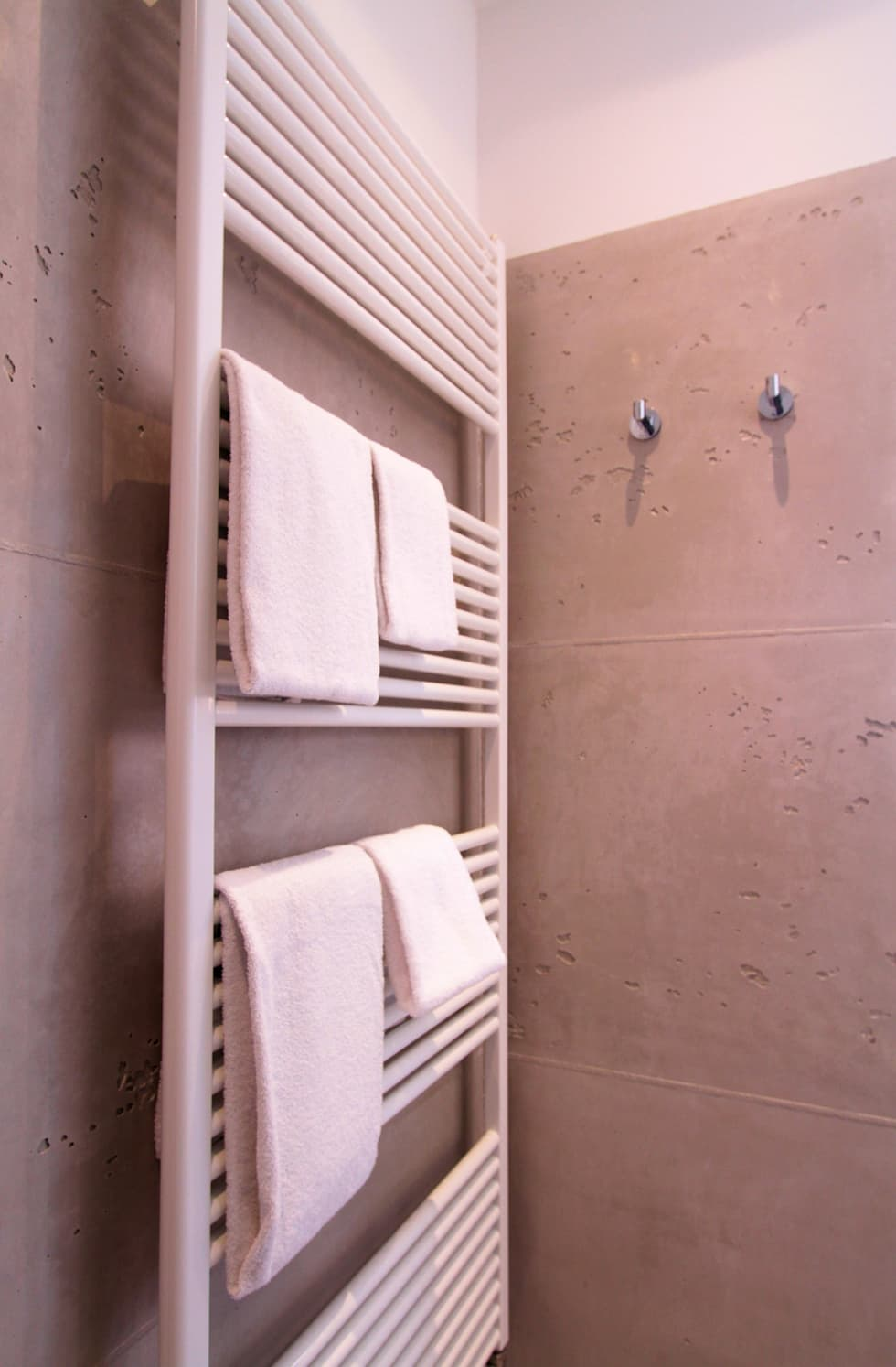 interior design ideas redecorating remodeling photos. Black Bedroom Furniture Sets. Home Design Ideas
