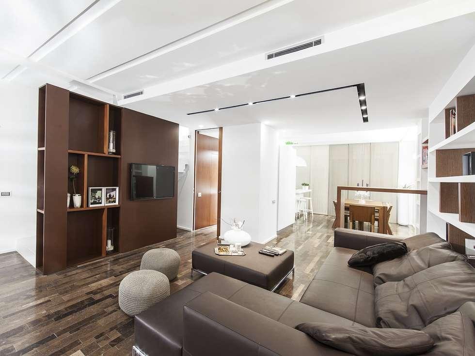 SOGGIORNO: Soggiorno in stile in stile Moderno di Andrea Stortoni Architetto