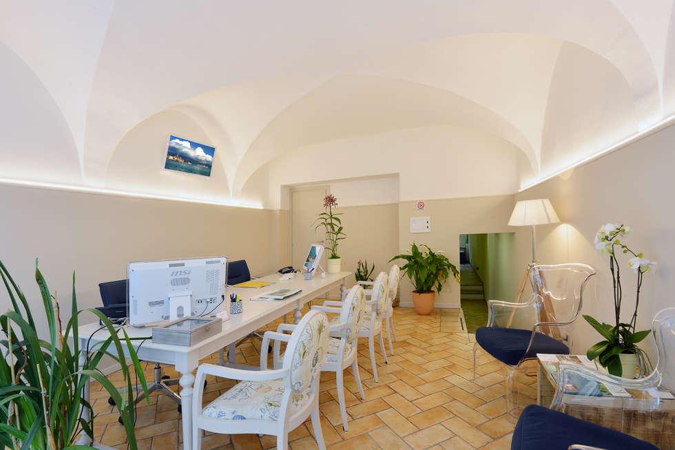 Dopo: Sala da pranzo in stile in stile Mediterraneo di STUDIO PAOLA FAVRETTO SAGL - INTERIOR DESIGNER
