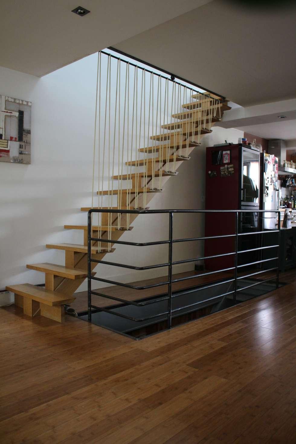 Garde-corps en acier et sandows: Escalier de style  par ATELIER MACHLINE