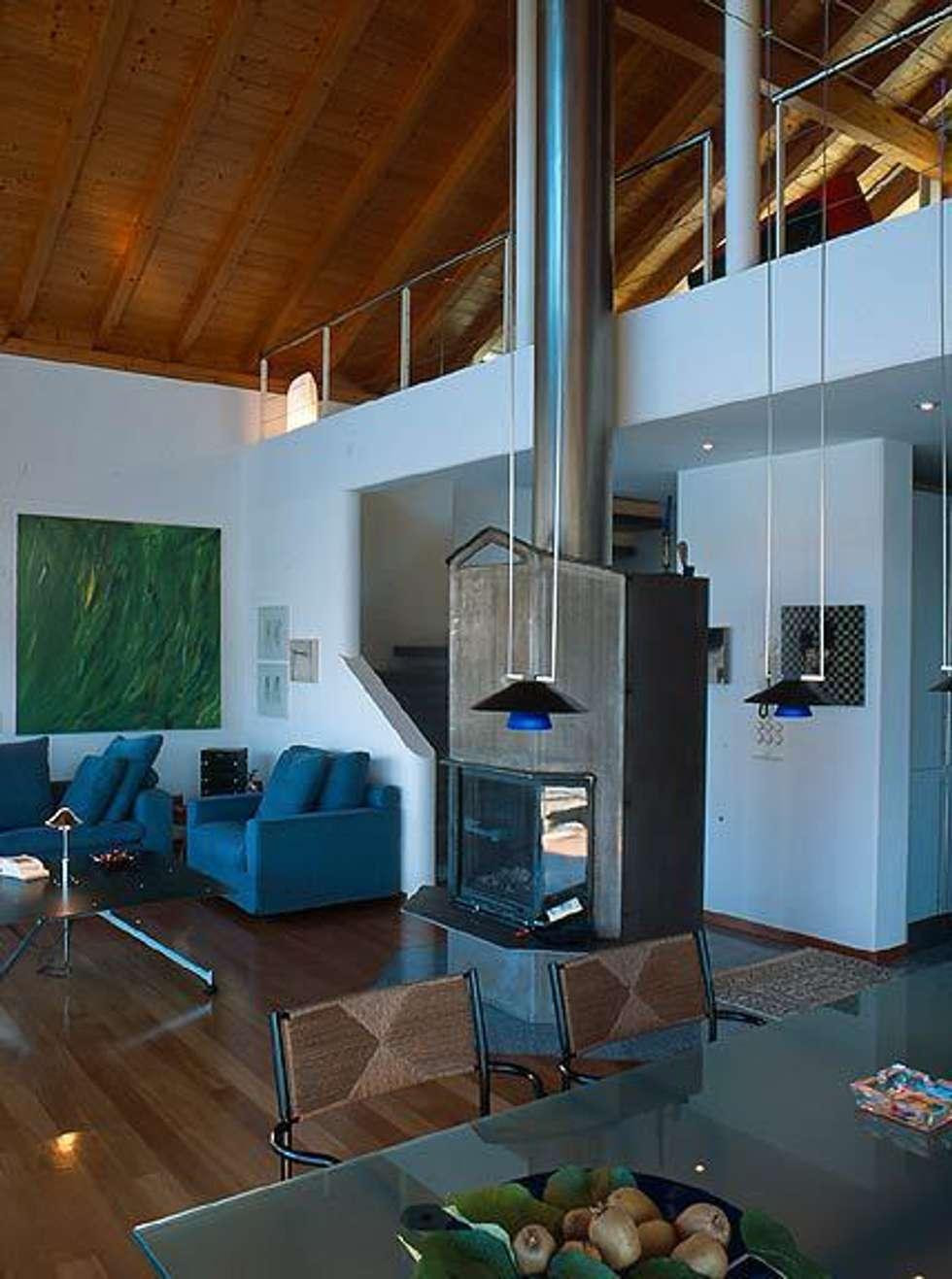 Villa Hupfer Interni 6: Case in stile in stile Classico di ABITA PIÙ
