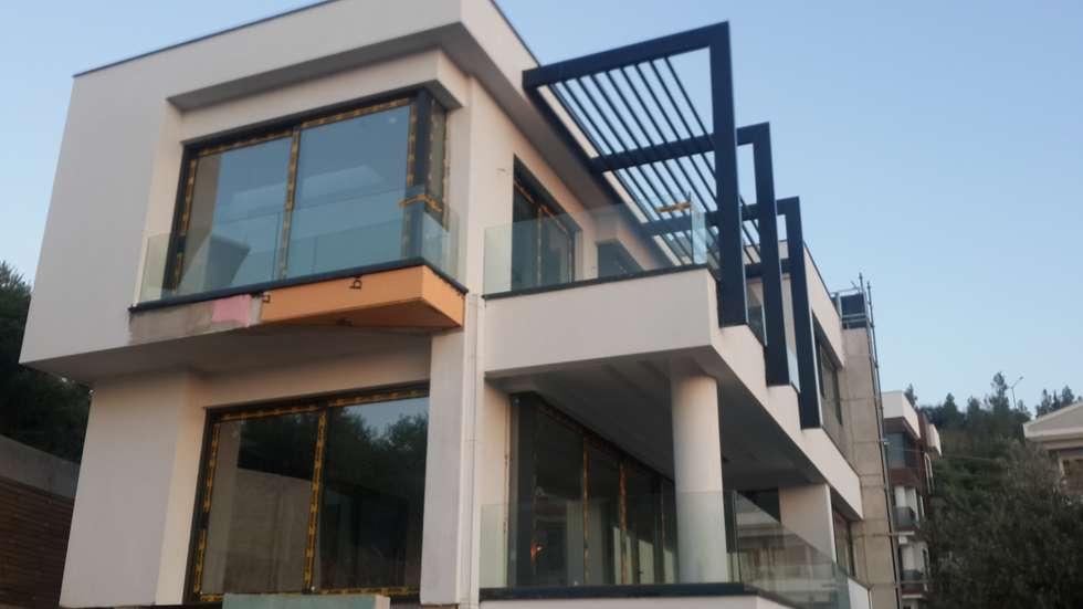 guntacharman – villa gök: modern tarz Evler