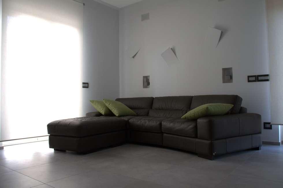 Ristrutturazione di un appartamento: Soggiorno in stile in stile Moderno di Geom. Stefano Feliziani