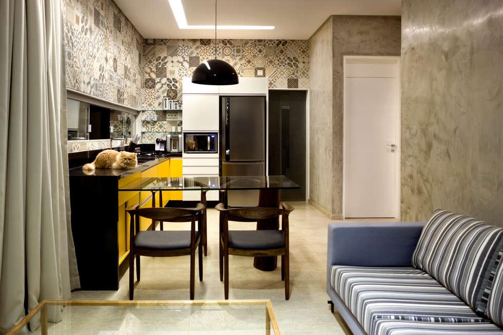 Ruang Keluarga by 1:1 arquitetura:design