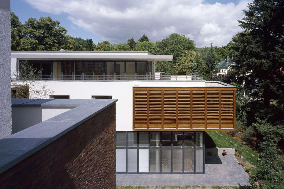 Zwei Wohnhäuser: Moderne Häuser Von Maedebach U0026 Redeleit Architekten