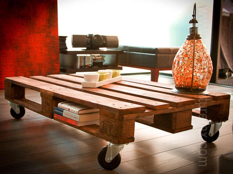 mesas con palets salas de estilo industrial por urban furniture