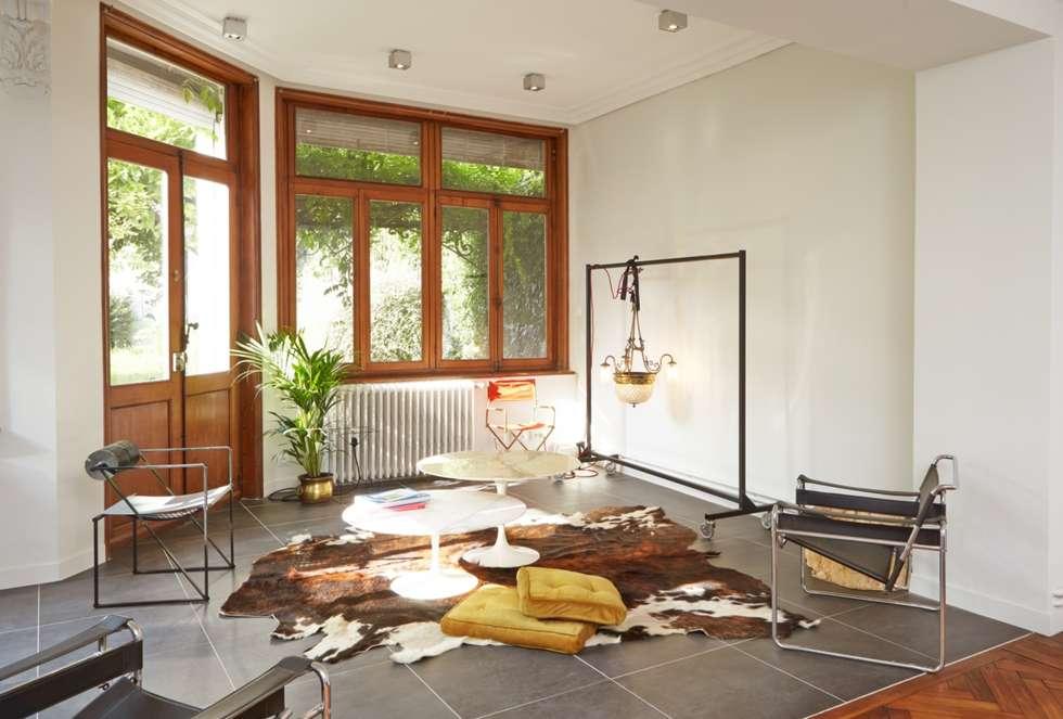 1305 PLUX_grand salon: Maisons de style de style Moderne par Architecte PLUX