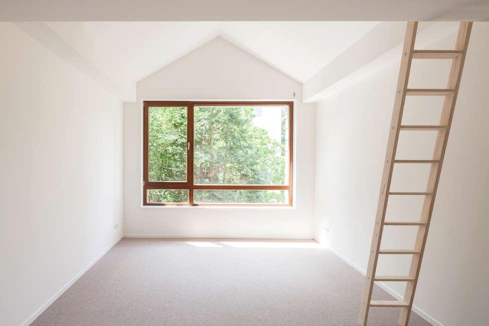 Ausblick Kinderzimmer:  Fenster von in_design architektur