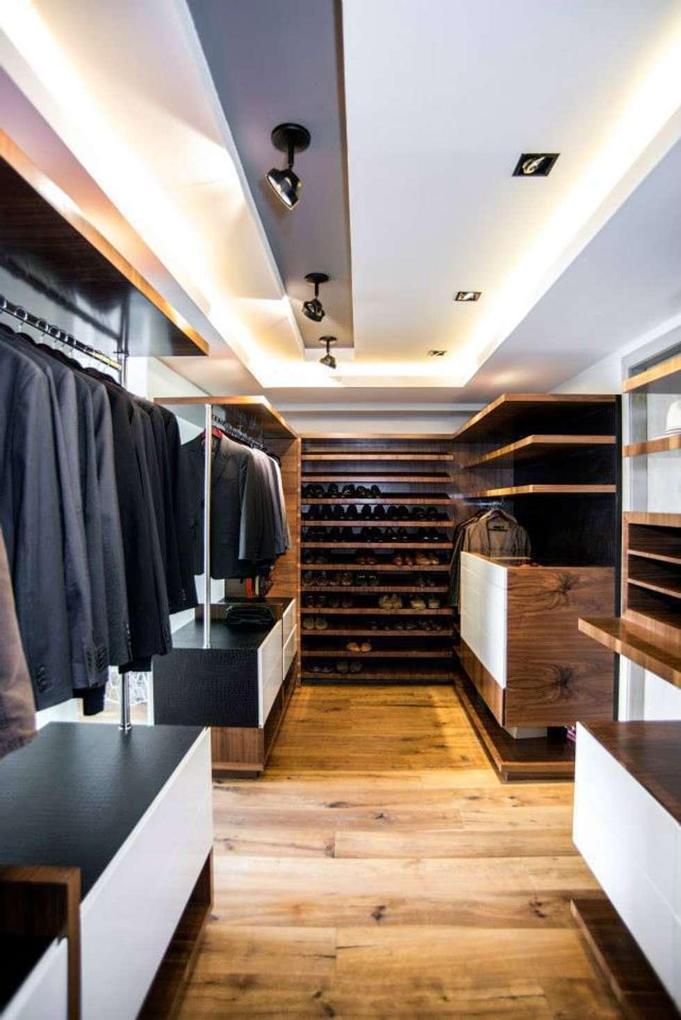 Veramonte I: Vestidores y closets de estilo ecléctico por Sobrado + Ugalde Arquitectos