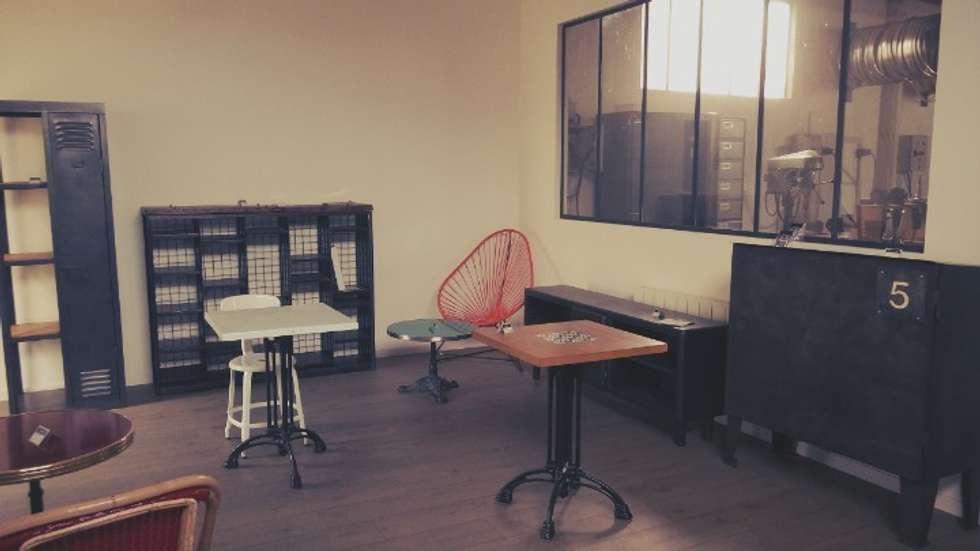 Zoom sur le showroom Hewel mobilier : Espaces commerciaux de style  par Hewel mobilier