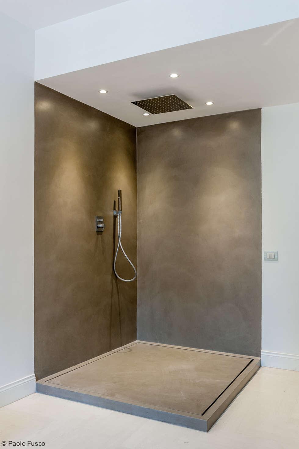 Doccia: Bagno in stile in stile Minimalista di zero6studio - Studio Associato di Architettura