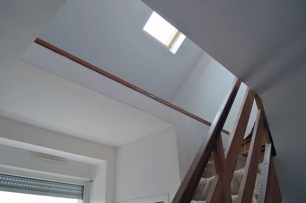 réhabilitation d'un ancien immeuble en logements:  de style  par For Intérieur