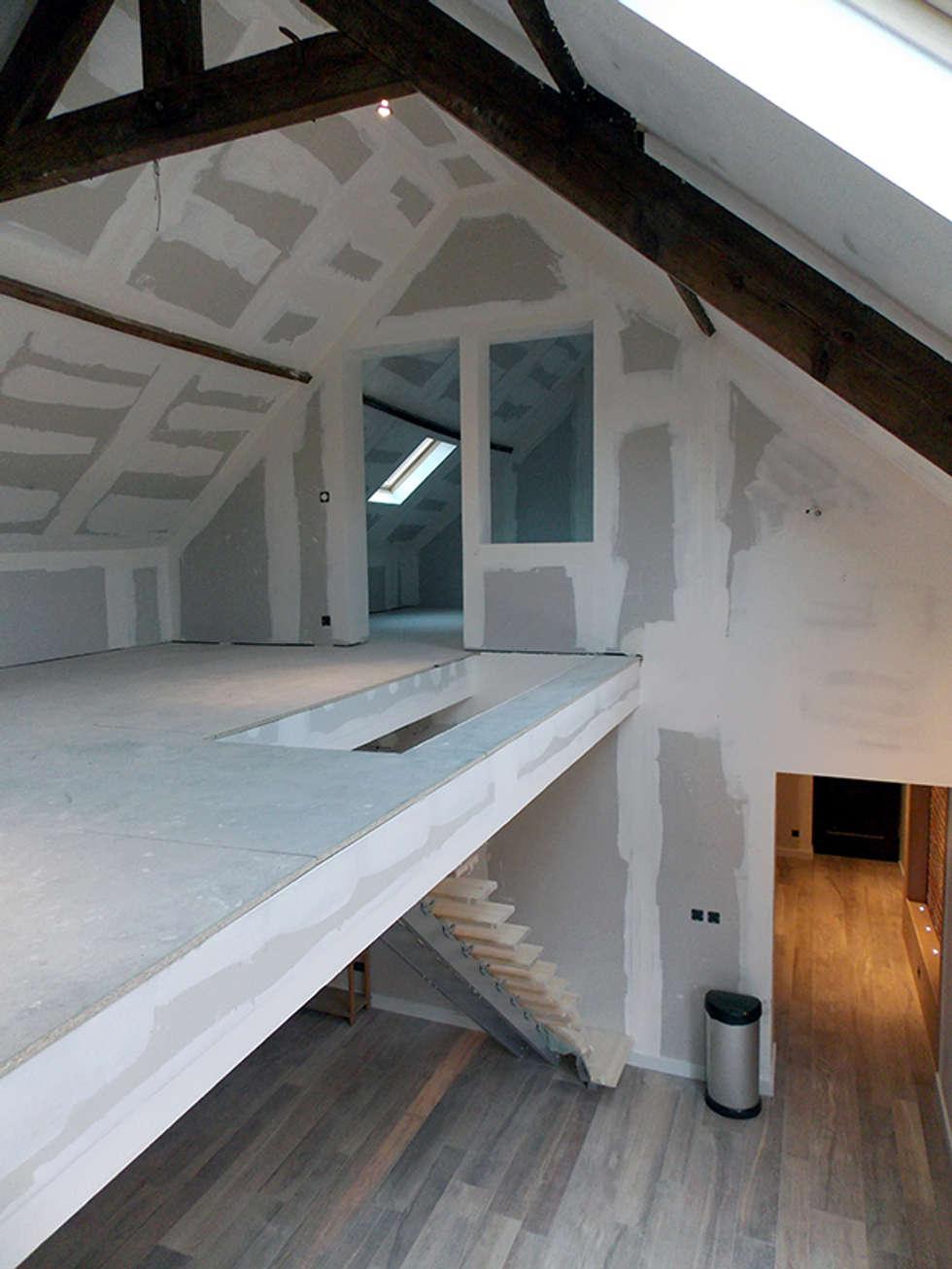 Réhabilitation Corps de Ferme: Maisons de style de style Moderne par For Intérieur