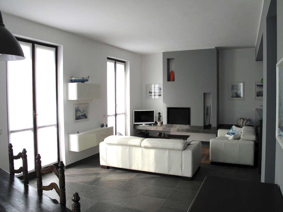 Villa Meina: Soggiorno in stile in stile Moderno di Matteo Verdoia Architetto