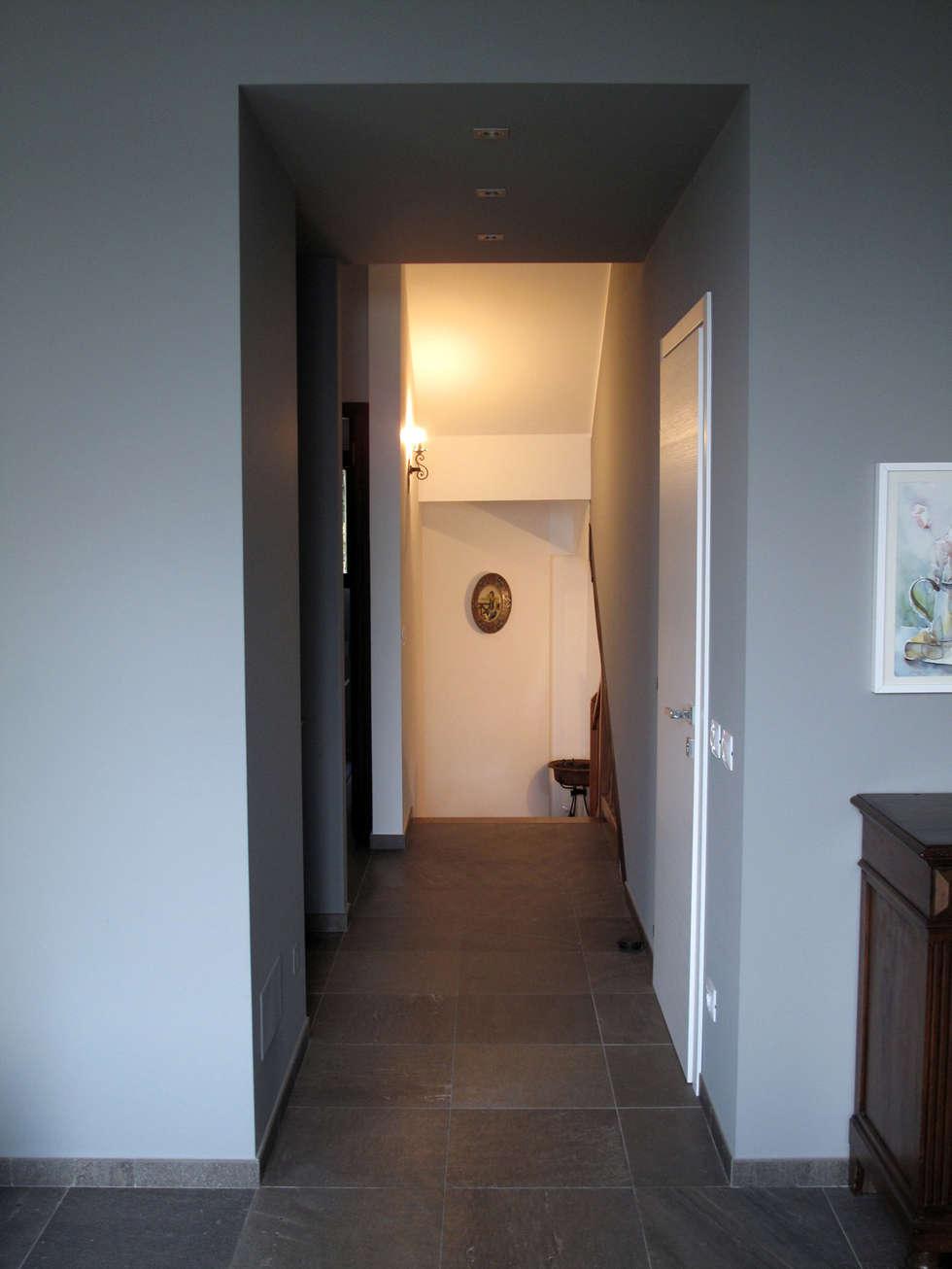 Villa Meina: Ingresso & Corridoio in stile  di Matteo Verdoia Architetto