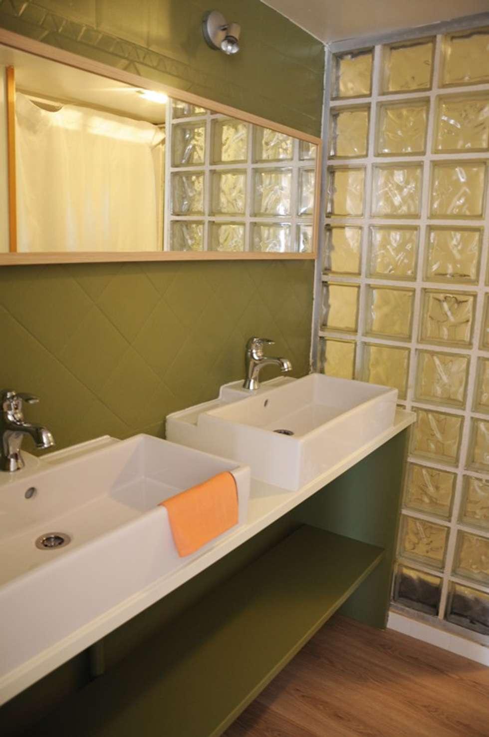 Le 16 - Salle de bain RDC: Maisons de style de style Moderne par Aurélie Ronfaut dite Thi-Lùu