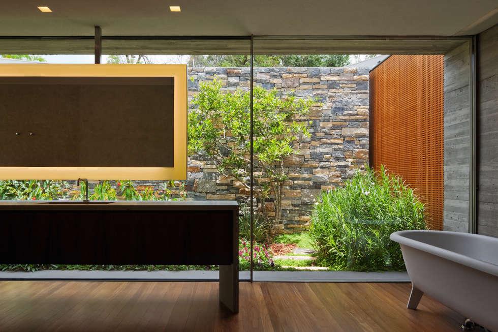modern Bathroom by Studio MK27