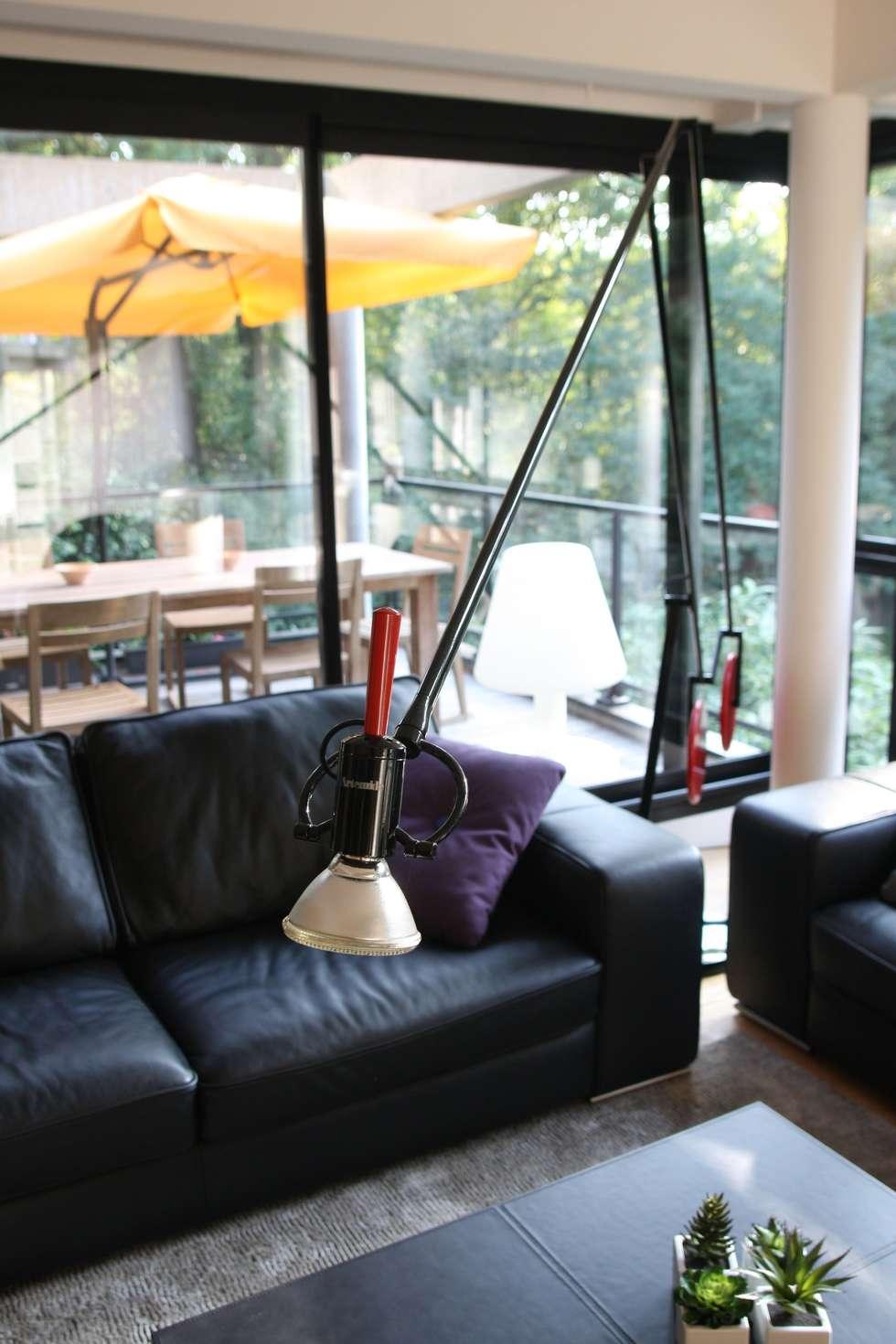 Salon: Salon de style de style Moderne par Before After Home