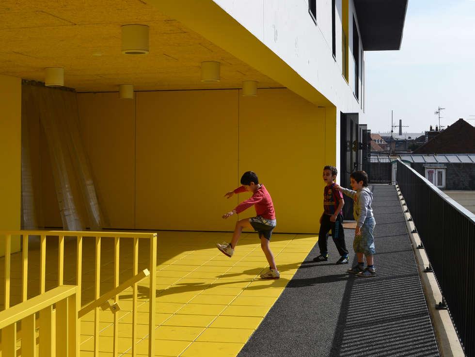 15_VUE DE L'ESPACE PARTAGE DU R+3 :  de style  par sophie delhay architectes