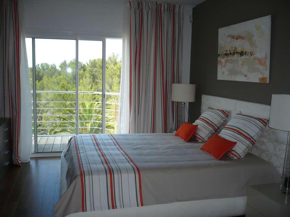 CHAMBRE ORANGE suite: Chambre de style  par Saint Roch KA International
