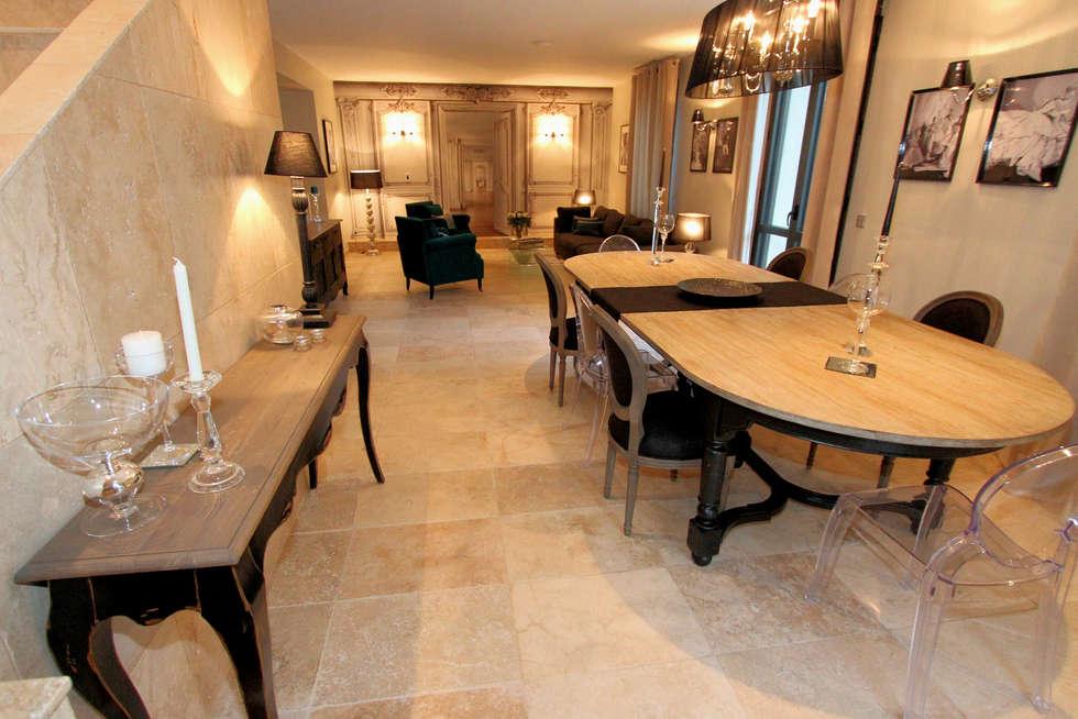 """Pièce à vivre maison d'hôtes """" Pré Joly"""" à Montfavet ( Vaucluse): Maisons de style de style eclectique par AZ Createur"""