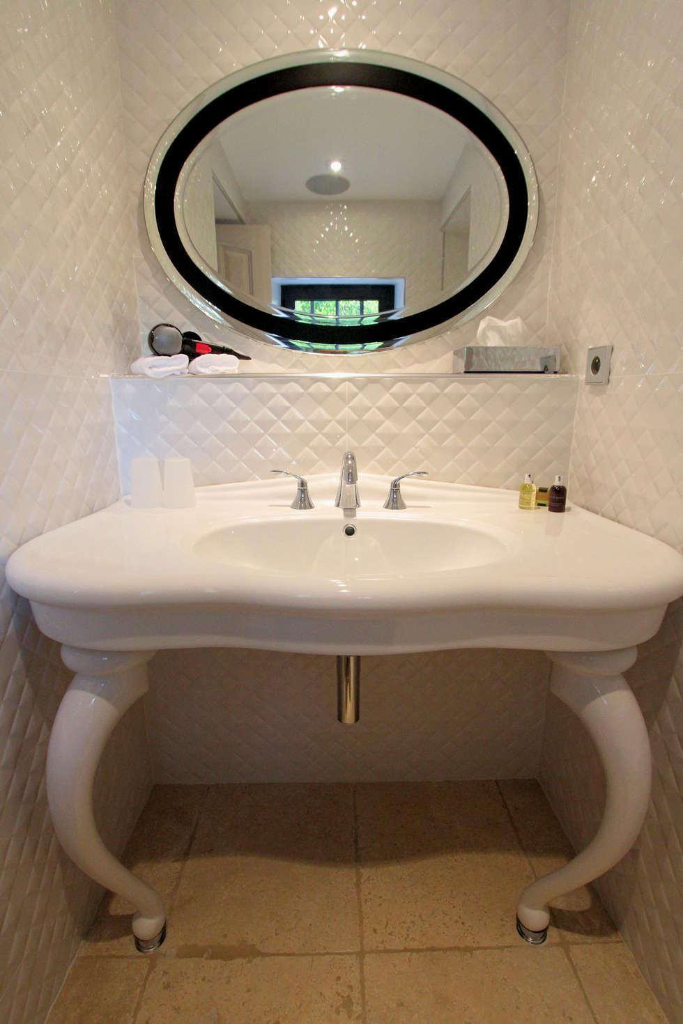 Salle de bain esprit Chanel: Maisons de style de style eclectique par AZ Createur
