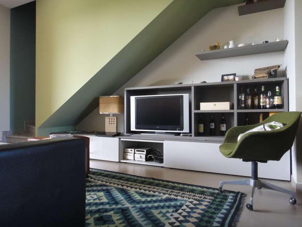 Soggiorno: Soggiorno in stile in stile Eclettico di studionove architettura