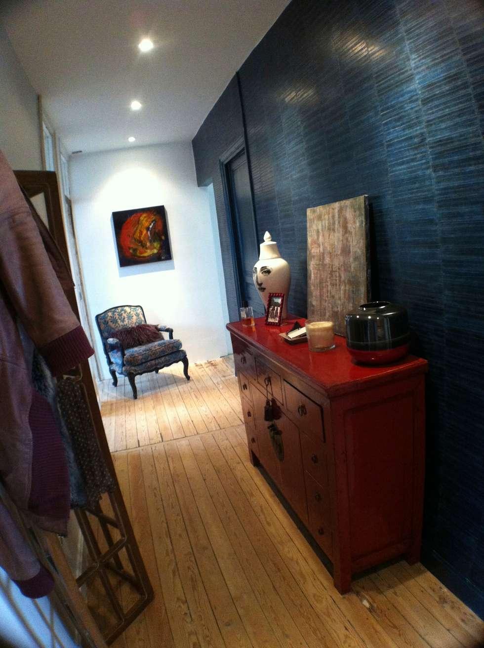 Couloir d'entrée: Couloir et hall d'entrée de style  par Éloïse Déco